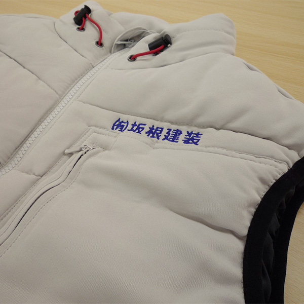 【シルバー×紺】Jawin防寒ベストの刺繍加工