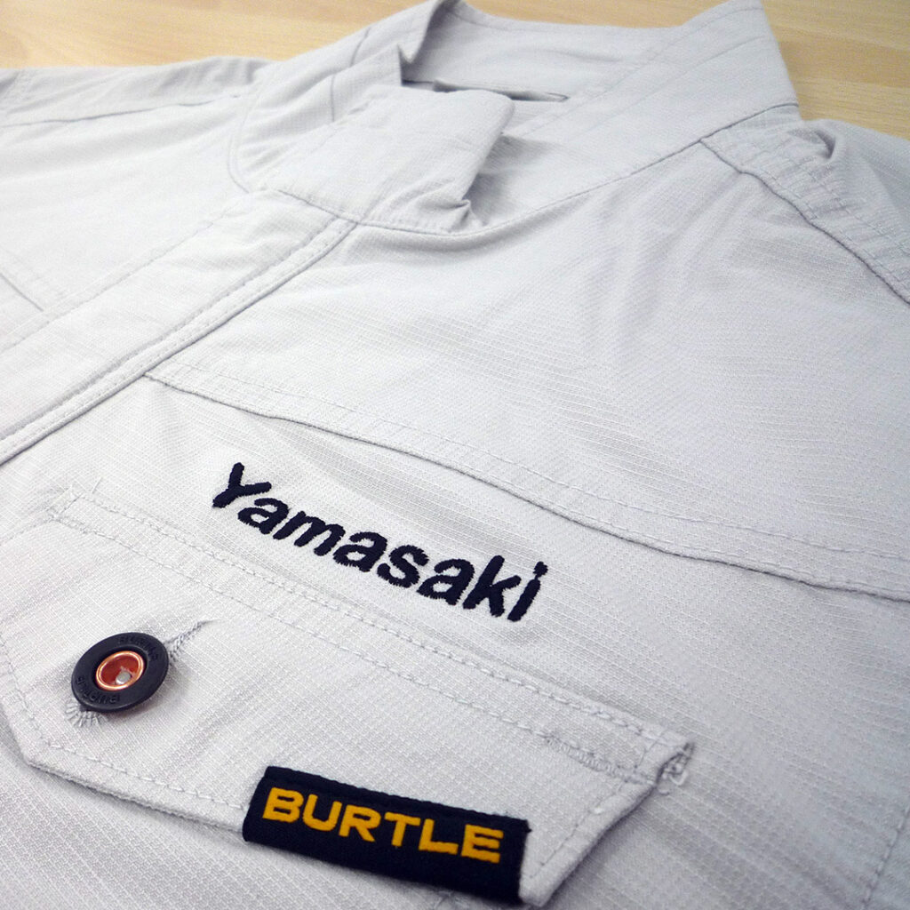 【シルバー×黒】BURTLE 長袖ジャケットの刺繍加工